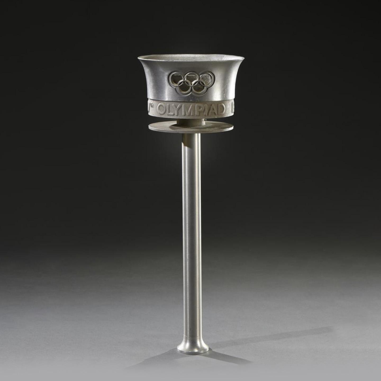 1900€ Ralph Lavers, torche des jeux Olympiques de Londres en 1948, alliage d'aluminium, h.41cm.Lyon, 3mai 2018.De Baecque etAssocié