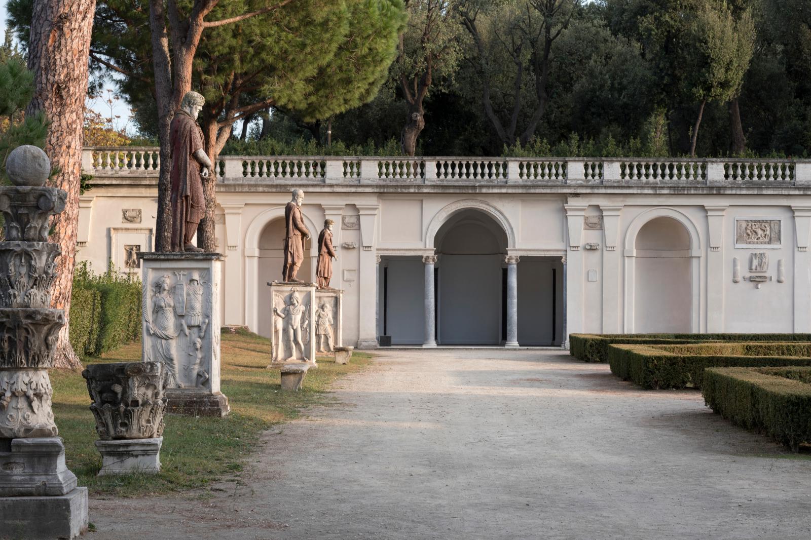 Statuaire antique dans les jardins de la villa Médicis. © Sebastiano Luciano, Académie de France à Rome