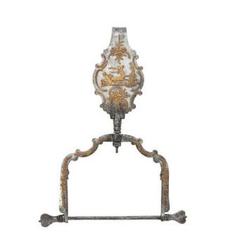 1085€ Russie, Toula, début du XIXesiècle, porte-bobine de couturière en acier et applications de cuivre, 20,2x15,2cm. Paris, Drouot,