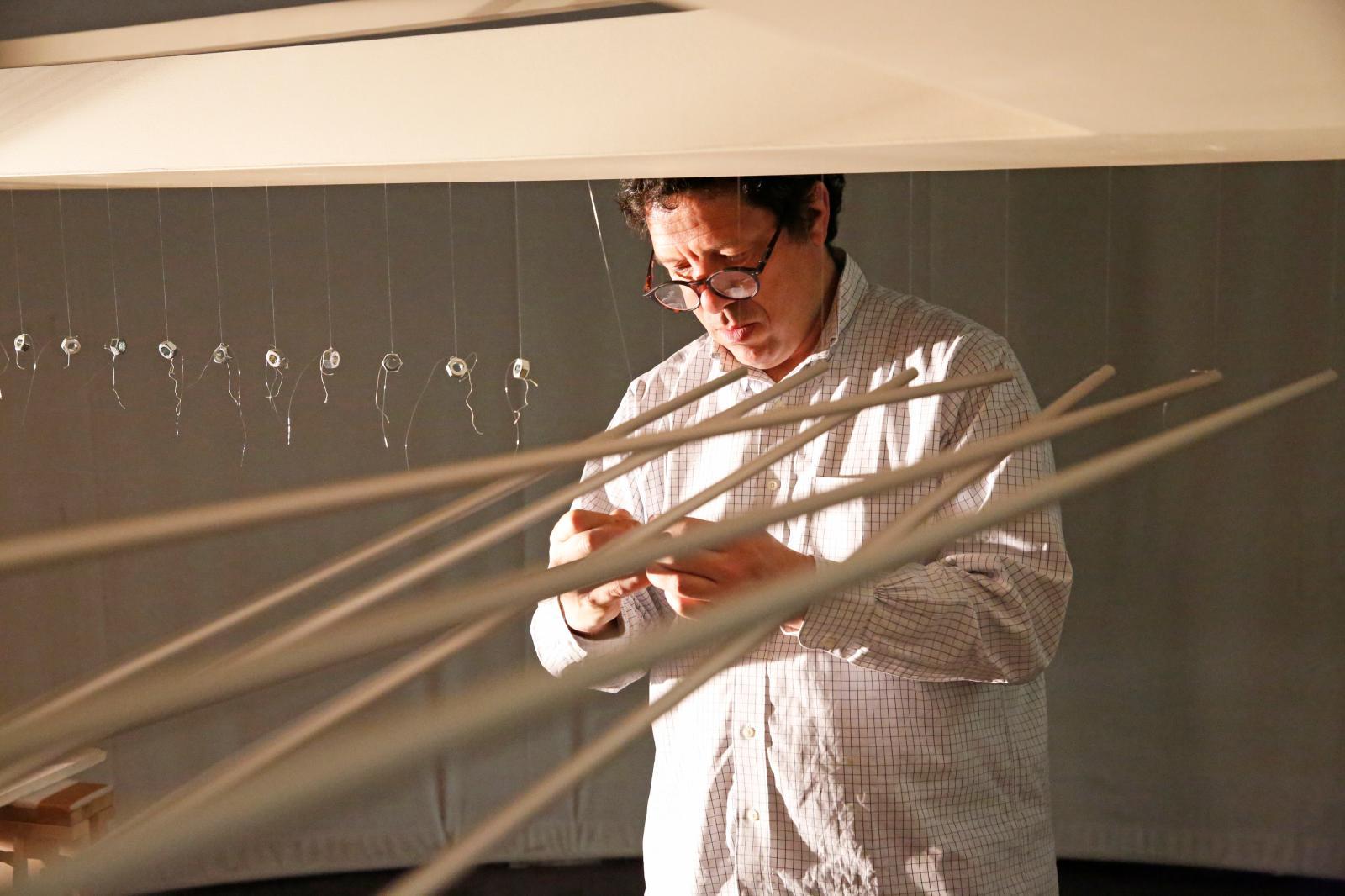 L'artiste dans son atelier. ©Michel Lunardelli