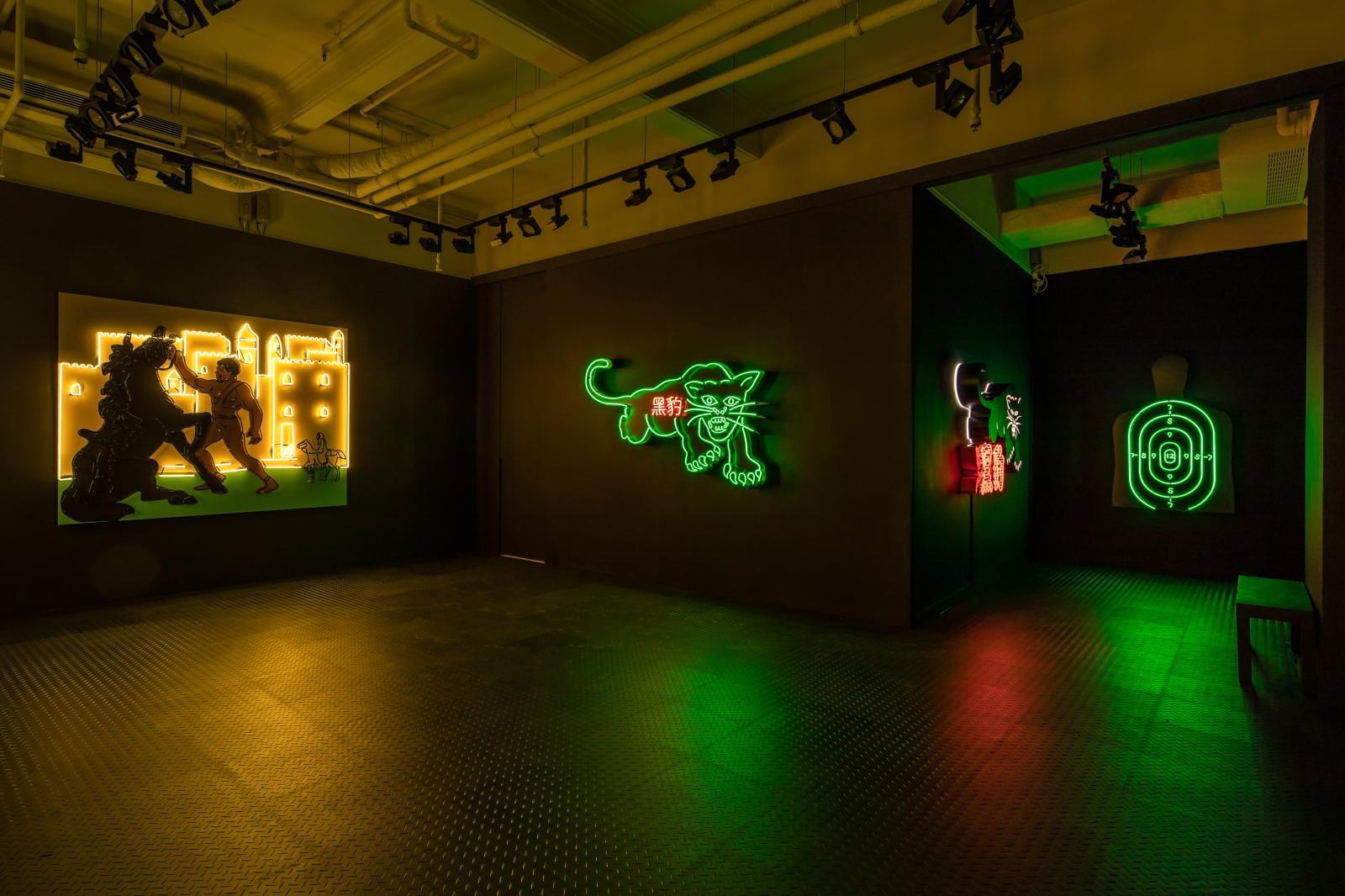 Exposition «Awol Erizku Slow Burn»,en 2018 à la galerieBen Brown Fine Arts Hong Kong.