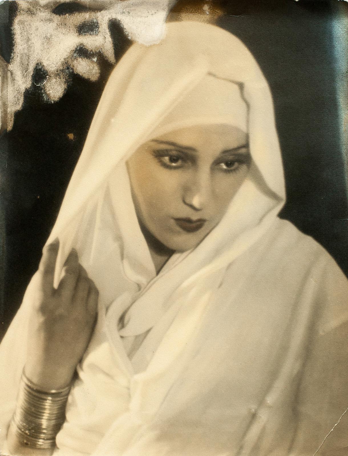 Raquel Meller, vers 1928, photographie parue en une du magazine Vu en 1928. ©Ruben Sobol/BnF, département des Arts du spectacle/Donation