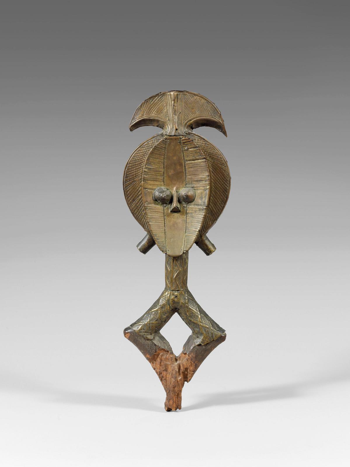 Expertisée par Jean Roudillon, cette figure de reliquaire kota du Gabon (h.40cm) était adjugée 229250€ à Drouot, le 6 juin 2008 (Drouo