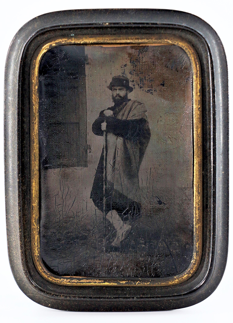 Attributed to Désiré Lebel (1809-1874) or André Disdéri (1819-1889), Man in Italian costume posing in front of a backdrop, pannotype, arou