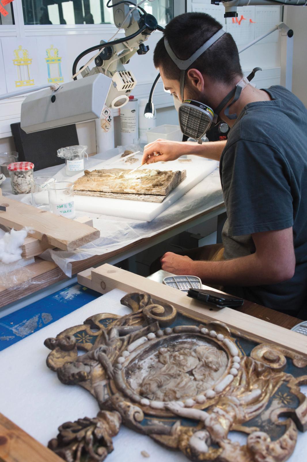 En atelier Sculpture, Laurent Caputo a choisi un retable en bois et albâtre polychromé du début XVIIe siècle (musée des beaux-arts de Camb