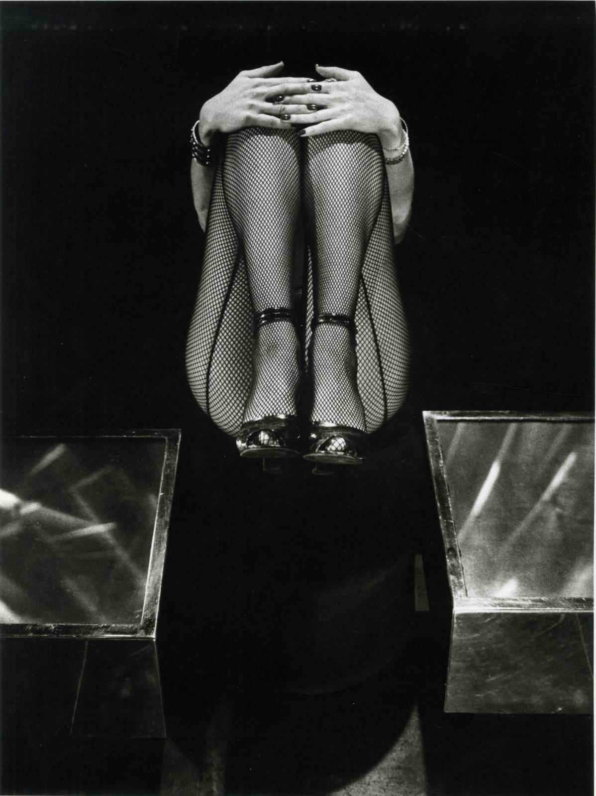 Les Jambes de Marisa [Berenson], 1978, tirage argentique de l'expositiondu musée d'Art modernede la Ville de Paris de 1983, numéroté EA
