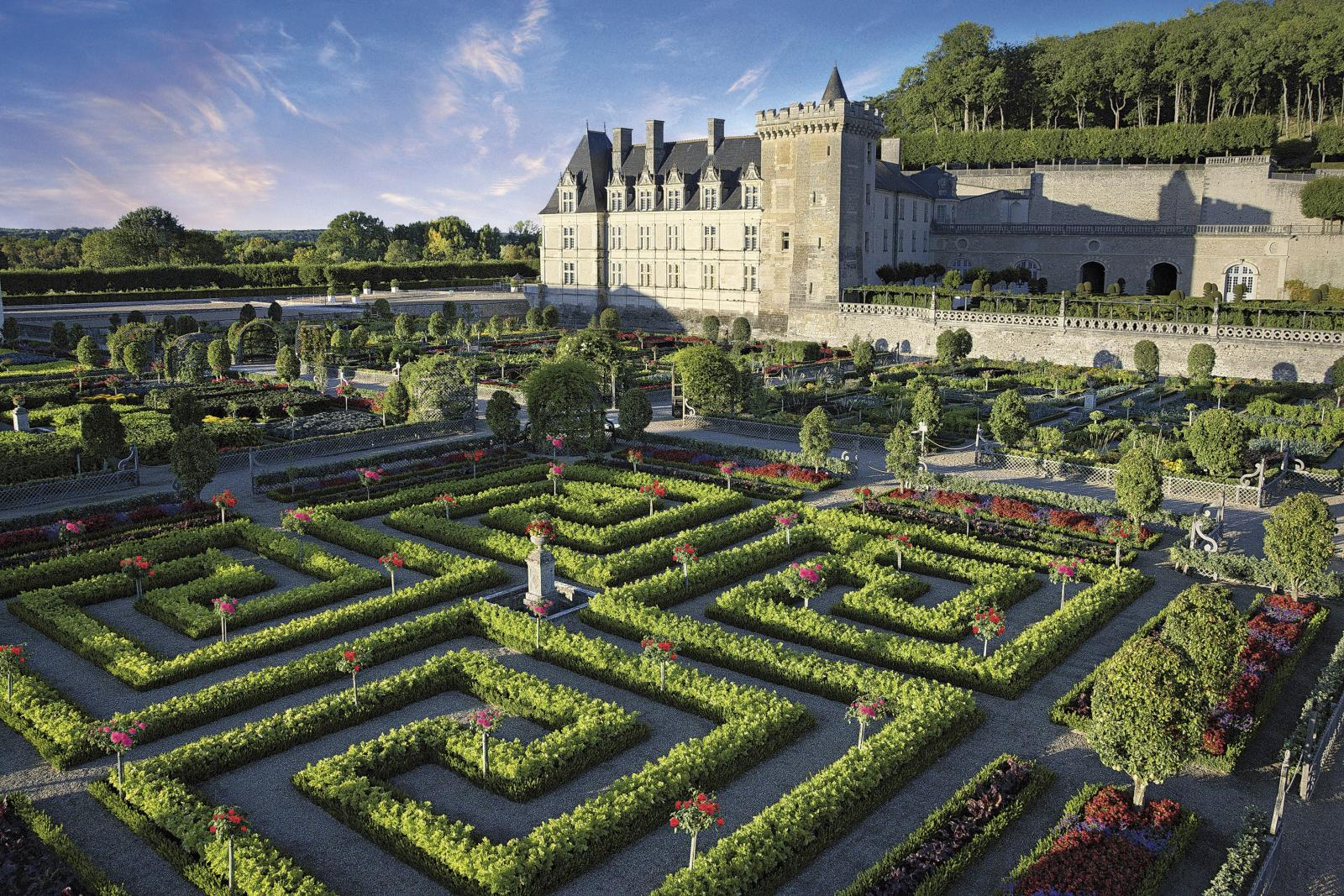 Le château de Villandry et ses jardins remarquables. © F. Paillet