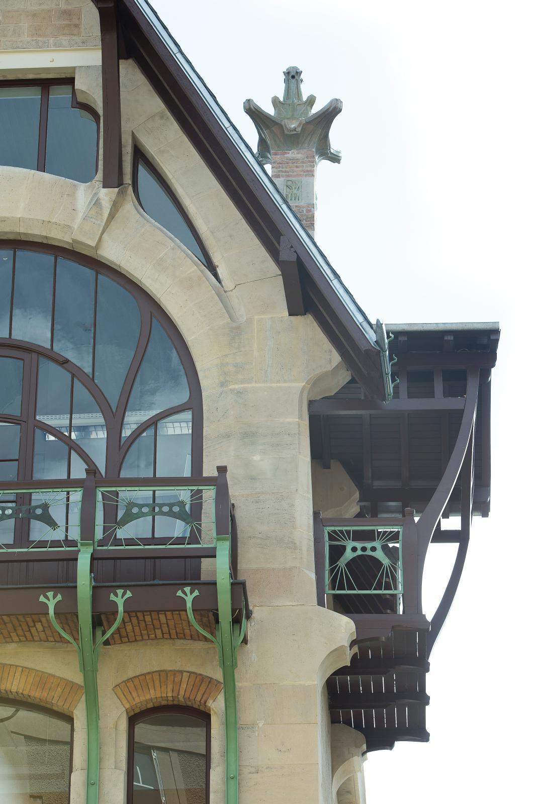 Les fenêtres et balcons de l'atelier.