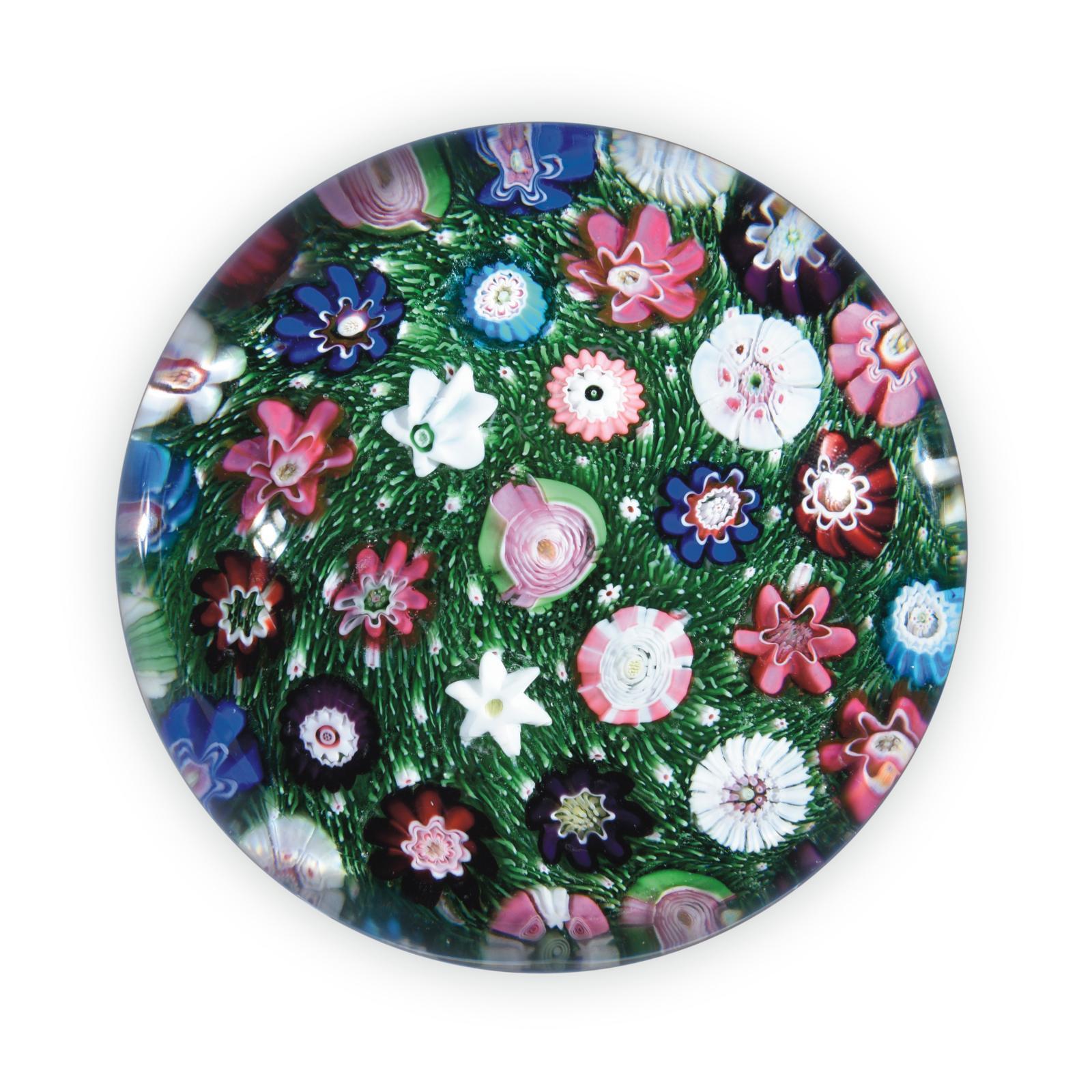 Presse-papiers de la cristallerie de Clichy avec décor de bonbons polychromes et de roses, diam.75cm, h.5cm, 8 novembre 2018, Drouot-R