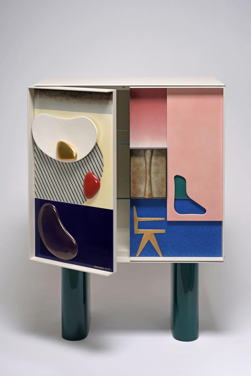 Doshi Levien (Nipa Doshi née en 1971, Jonathan Levien né en 1972), cabinet, 2017, porcelain, wood and glass, Manufacture Nationale de Sèvr