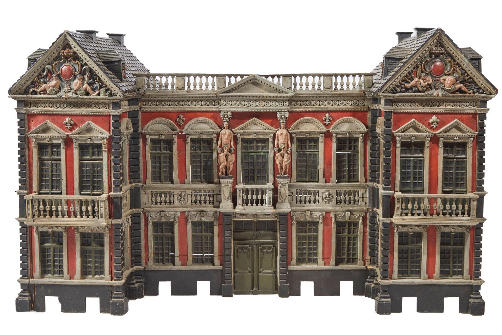Haute de 92cm et large de 155, cette maquette d'architecture est des plus impressionnantes. En bois polychrome, elle a été réalisée àla