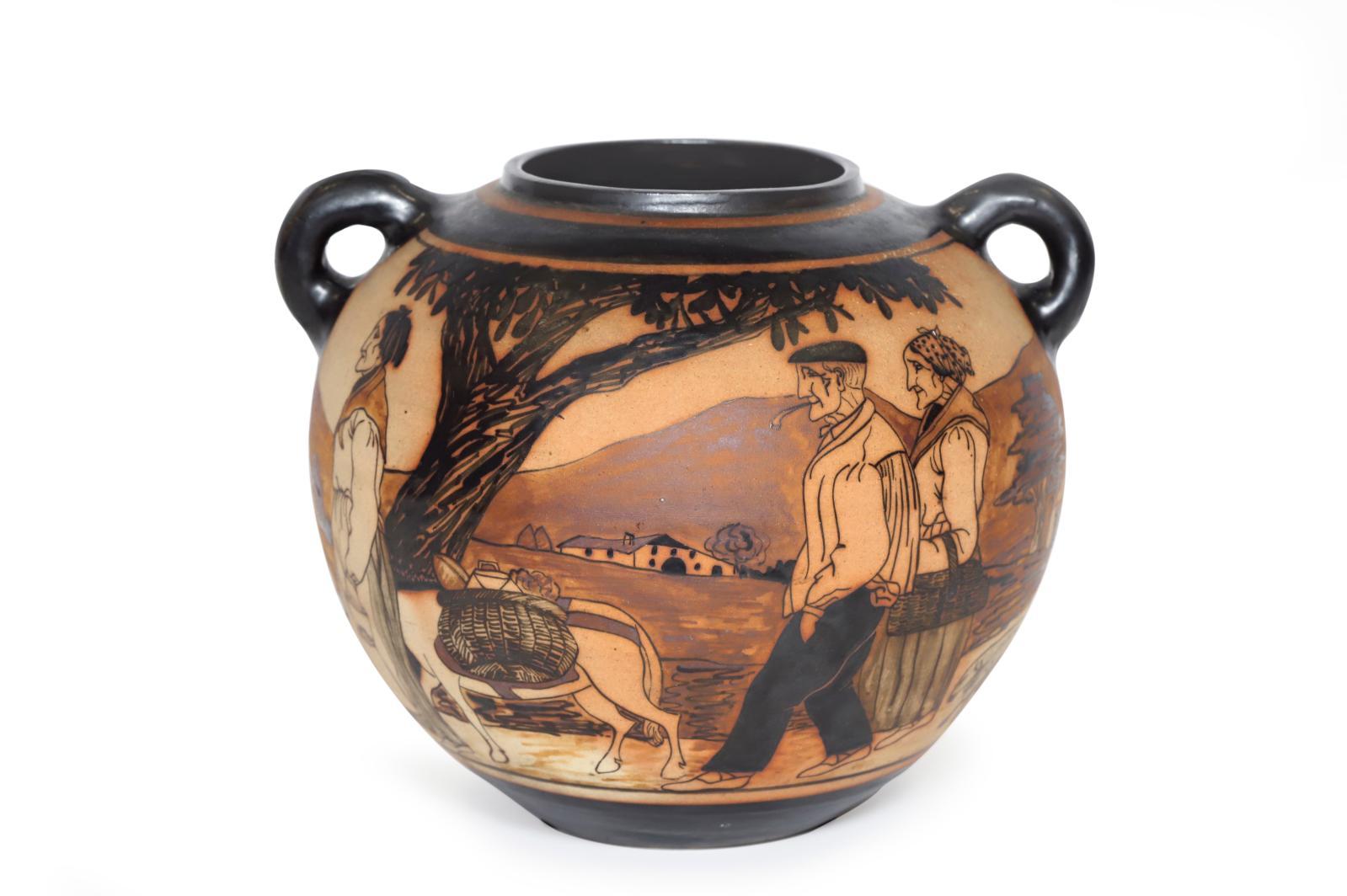 Ciboure, période d'Étienne Vilotte, 1921-1945. Vase en grès à décor tournant représentant des Bouviers basques et des personnages de retou