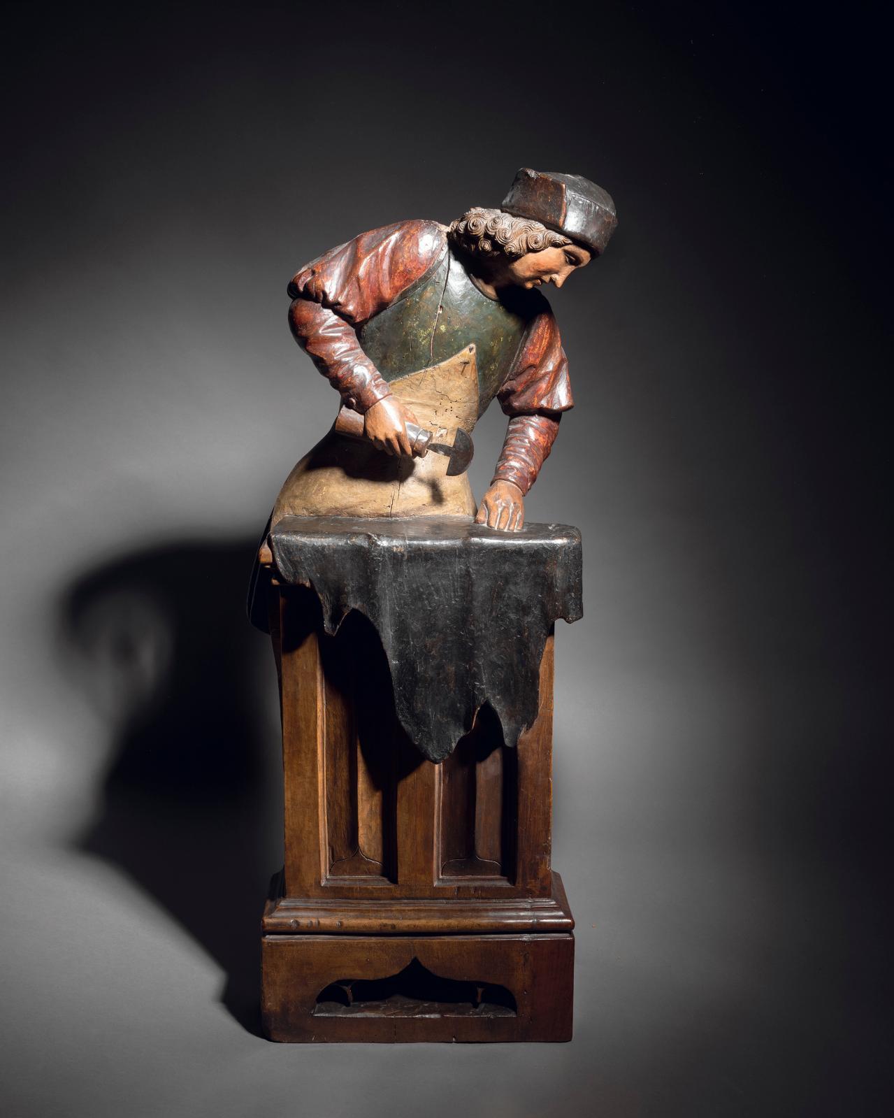 Saint Crépin en noyer sculpté en quasi-ronde bosse en partie polychrome, seconde moitié du XVesiècle, h.81cm. Estimation: 8000/10000