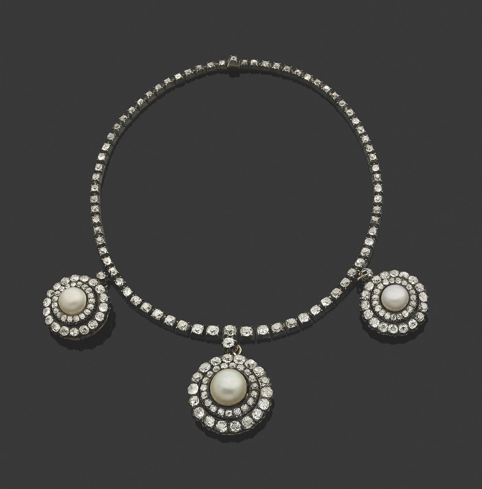 Le XIXesiècle adorait les bijoux à transformation. Ainsi, avec un seul et même modèle, les belles pouvaient-elles jouer à changer de paru