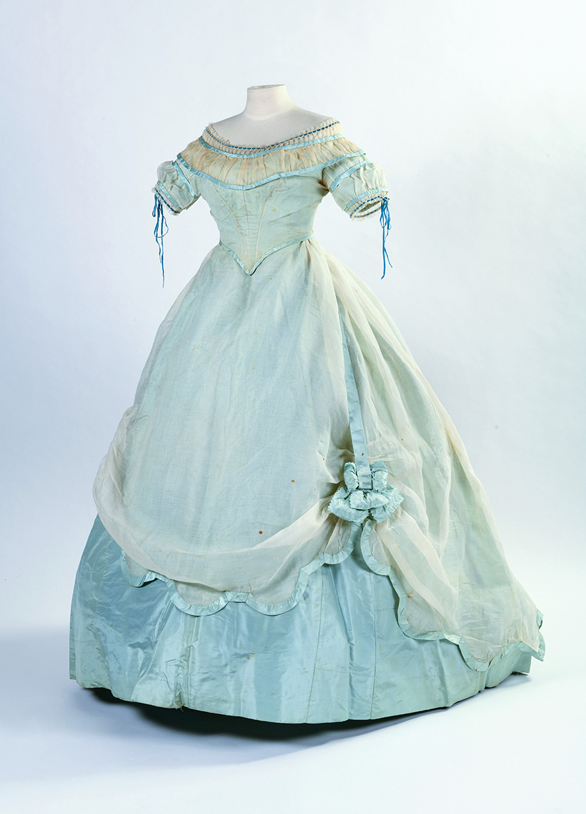 Projected crinoline ball gown in sky blue taffeta and cream cotton voile, c. 1862-1865, in two parts, with pointed corsage and wide low ne