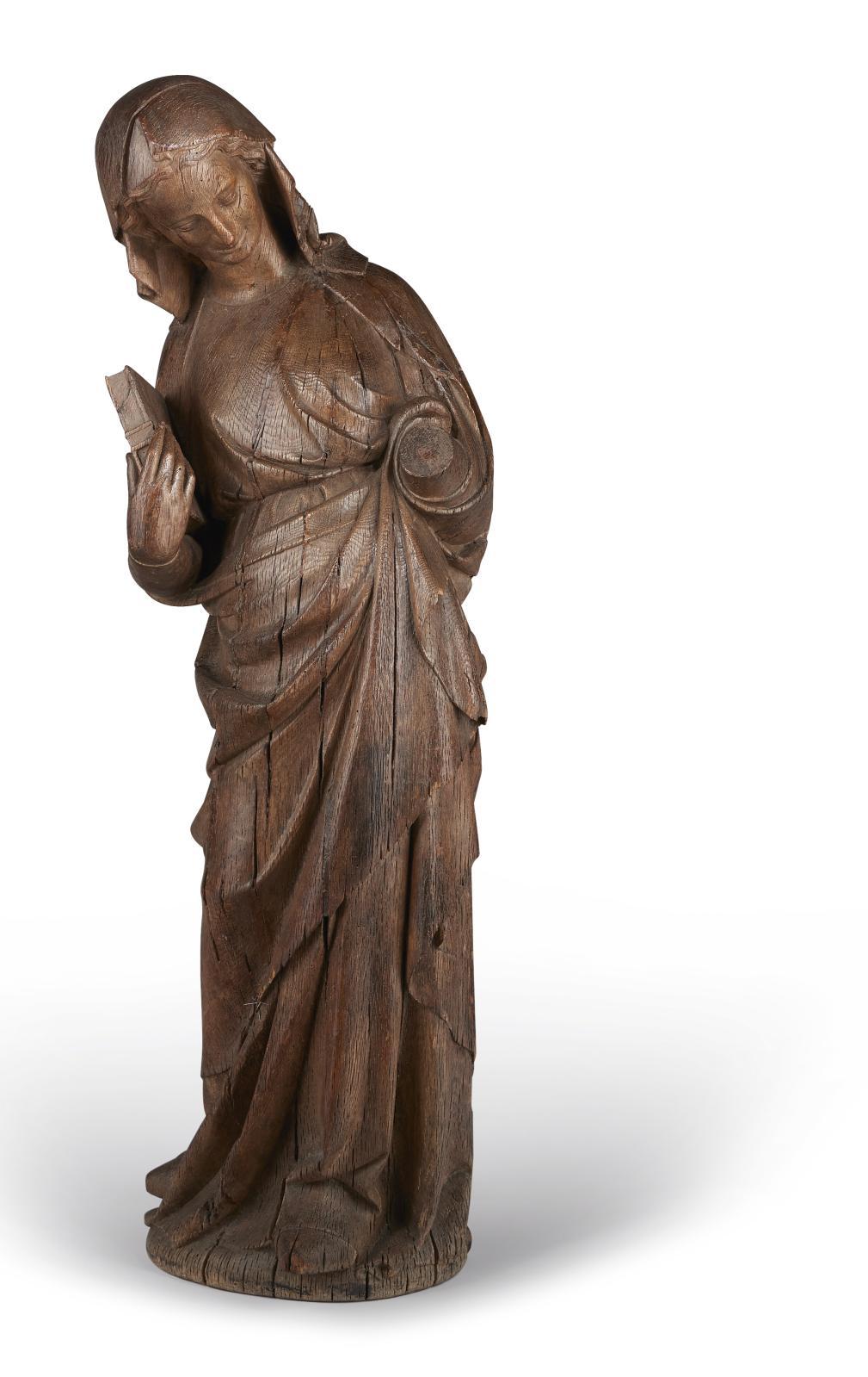 Ile-de-France ou Picardie, dernier tiers du XIIIesiècle. Vierge de l'Annonciation en chêne sculpté en ronde bosse, dos partiellement évid