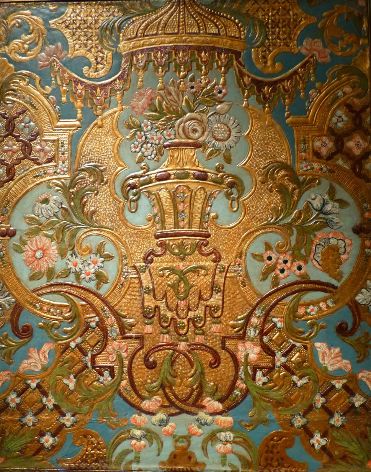 Embossed wrought gold leather, Netherlands, first quarter of the 18th century, 73 x 49 cm, detail, Glass Tielker collection, Hückelhoven,