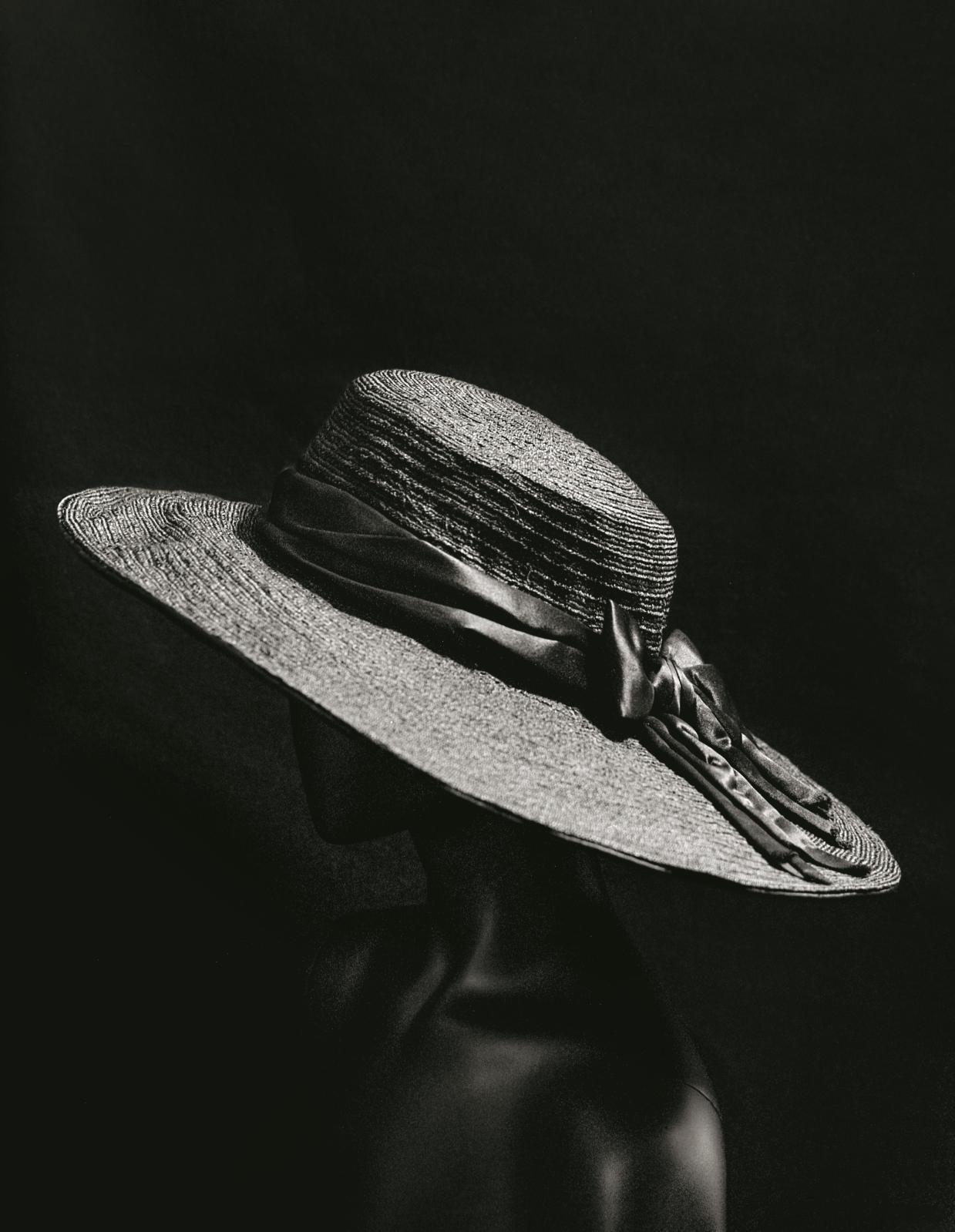 Gabrielle Chanel, chapeau, entre 1913 et 1915, Paris, musée des Arts décoratifs © julien T. HAMON
