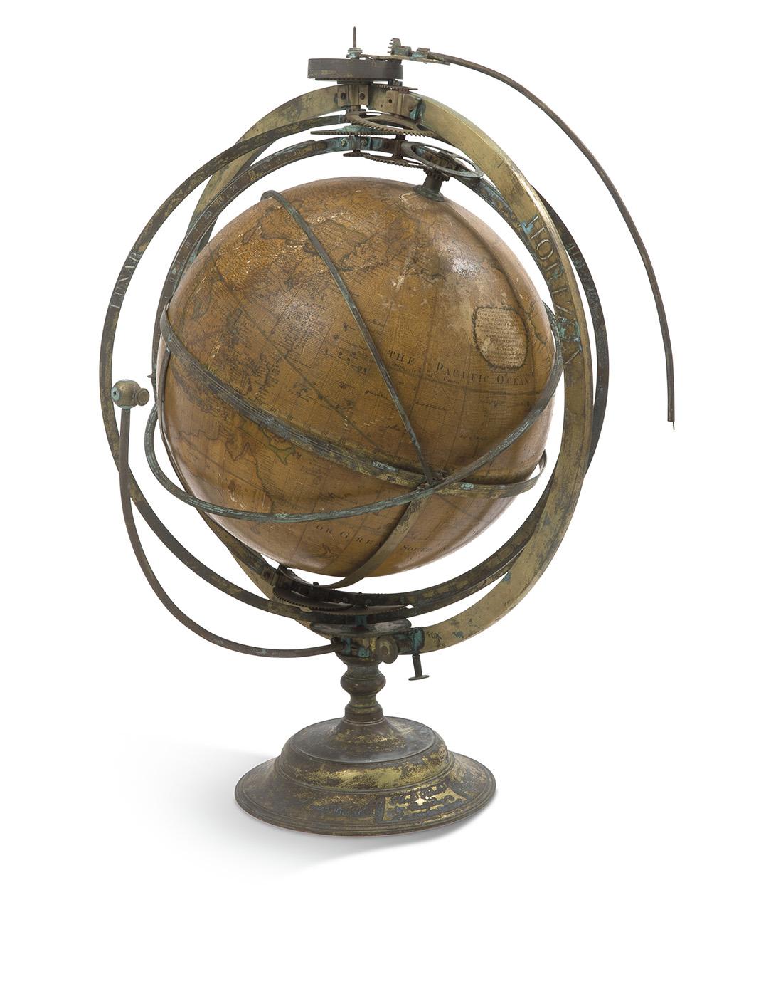 Angleterre, XVIIIesiècle. Suite de deux globes, l'un terrestre reproduit avec un cartouche dédié au roi GeorgeIII et la signature de G.