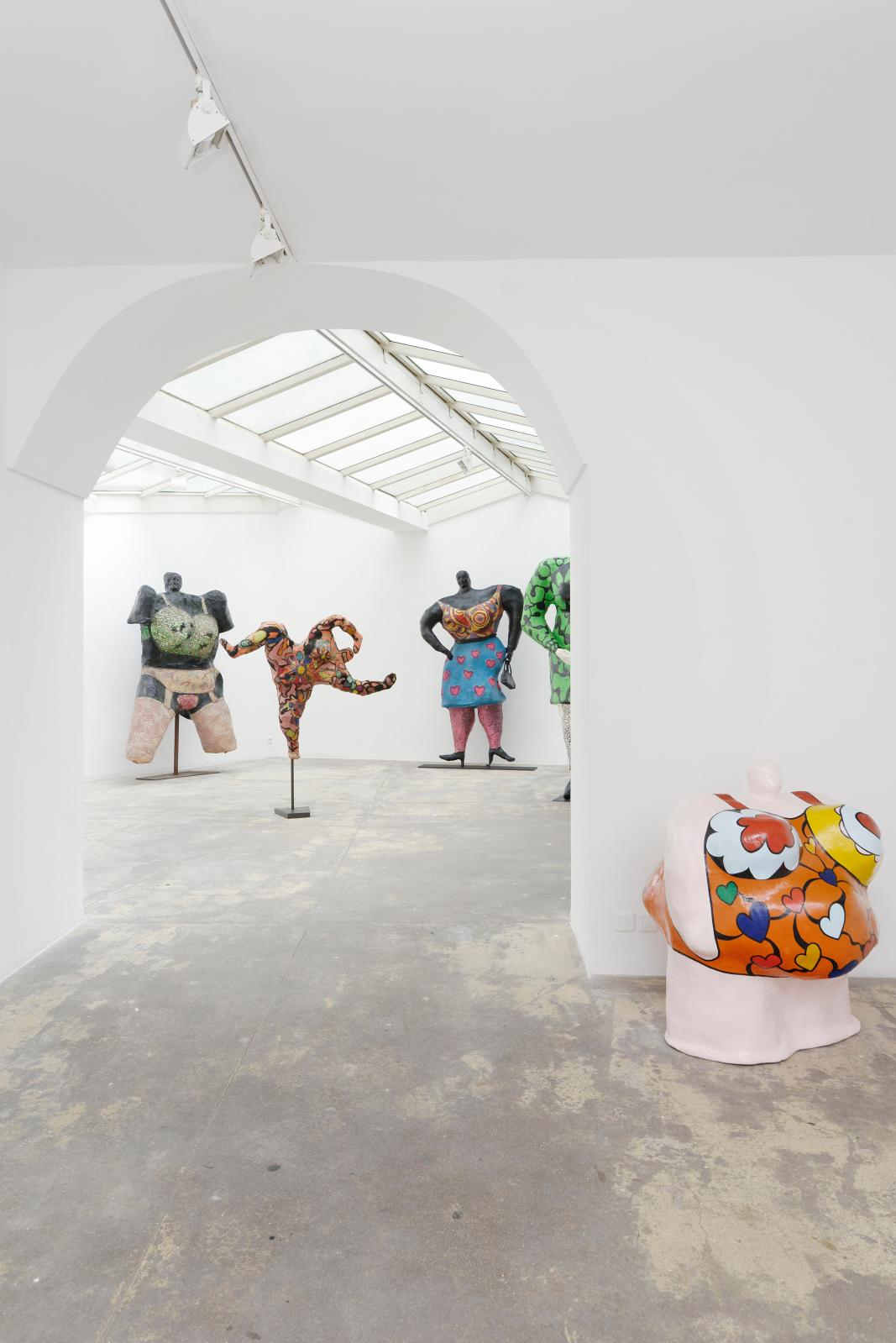 Vue de l'exposition « Niki de Saint Phalle, Belles ! Belles ! Belles ! », 2017 Photo : Aurélien Mole ; Courtesy Galerie GP & N Vallois, Pa