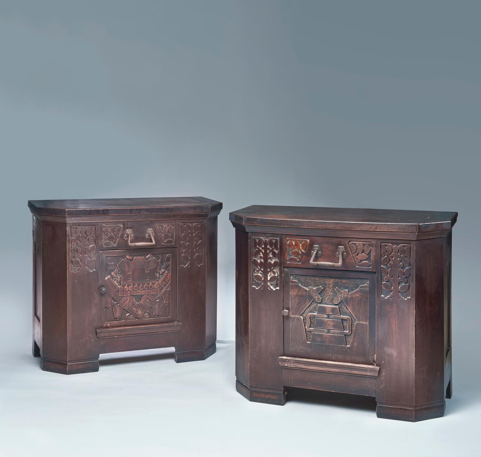 Benjamin Gomez et Lucien Danglade. Deux buffets rectangulaires à pans coupés, en chêne ciré et sculpté de motifs de feuillage stylisé, sim
