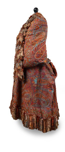 €1,875Indian turquoise cashmere shawl embroidered with palm leaves and polychrome cypress flowers, 1870s-1880s.Paris, Drouot, June 13, 201