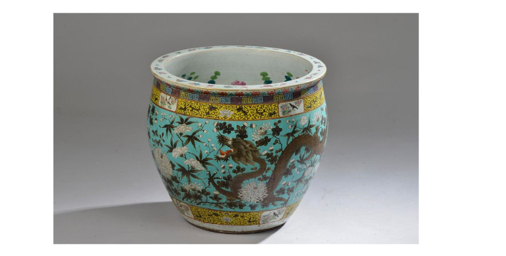 €4,750China, early 20th century. Porcelain aquarium decorated in polychrome enamels with dragons on the outside and fish inside, h. 41.5 c