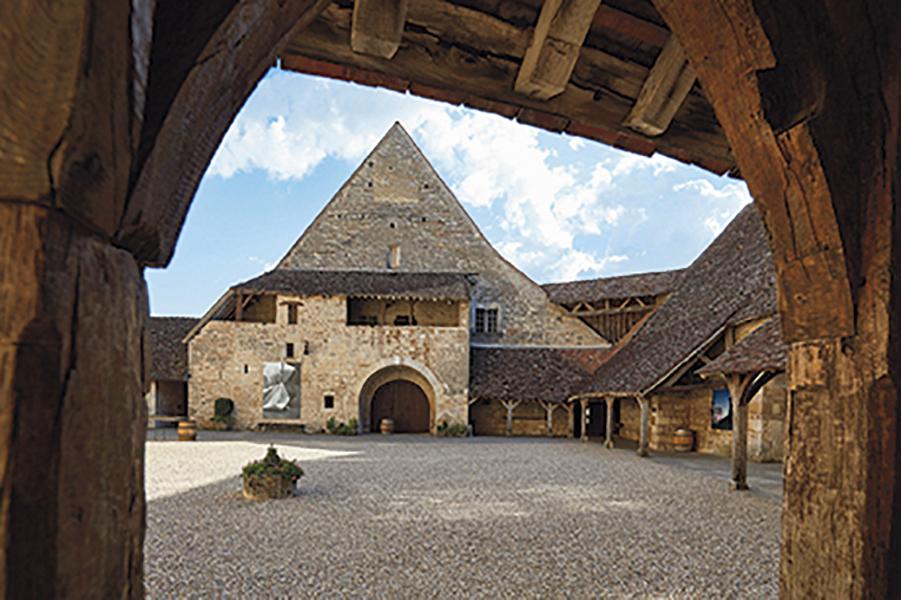 Le cellier médiéval à demi enterré. ©J.L.Bernuy