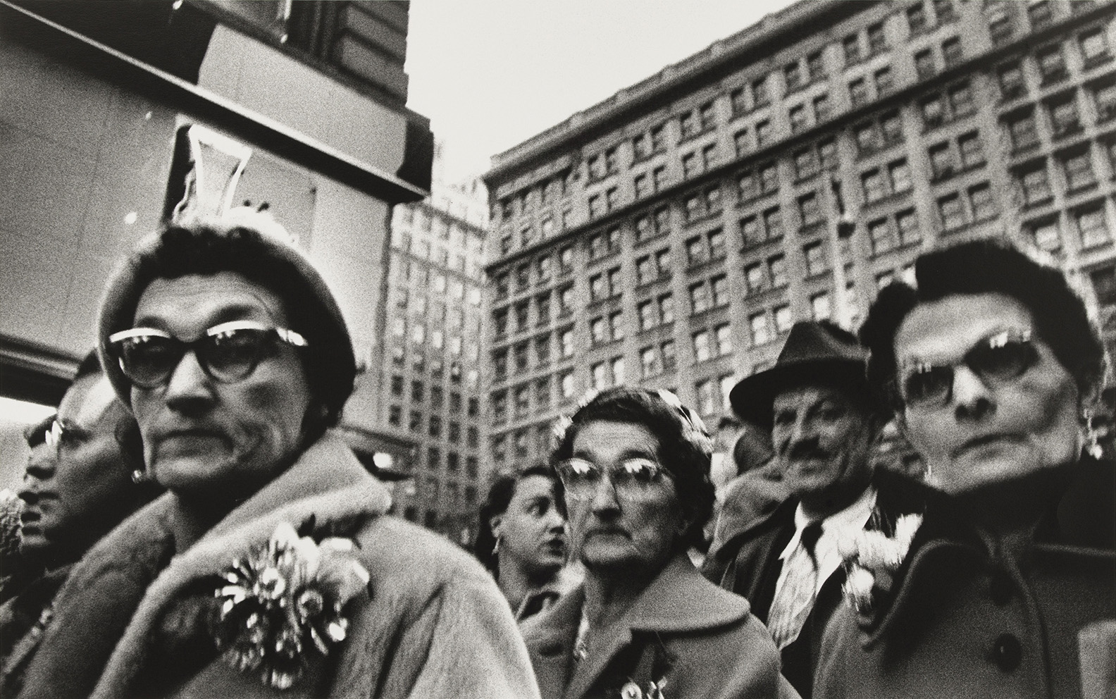 William Klein (né en 1928), Christmas Shopping, Macy's, New York.© William Klein, collection Maison Européenne de la Photographie, Paris