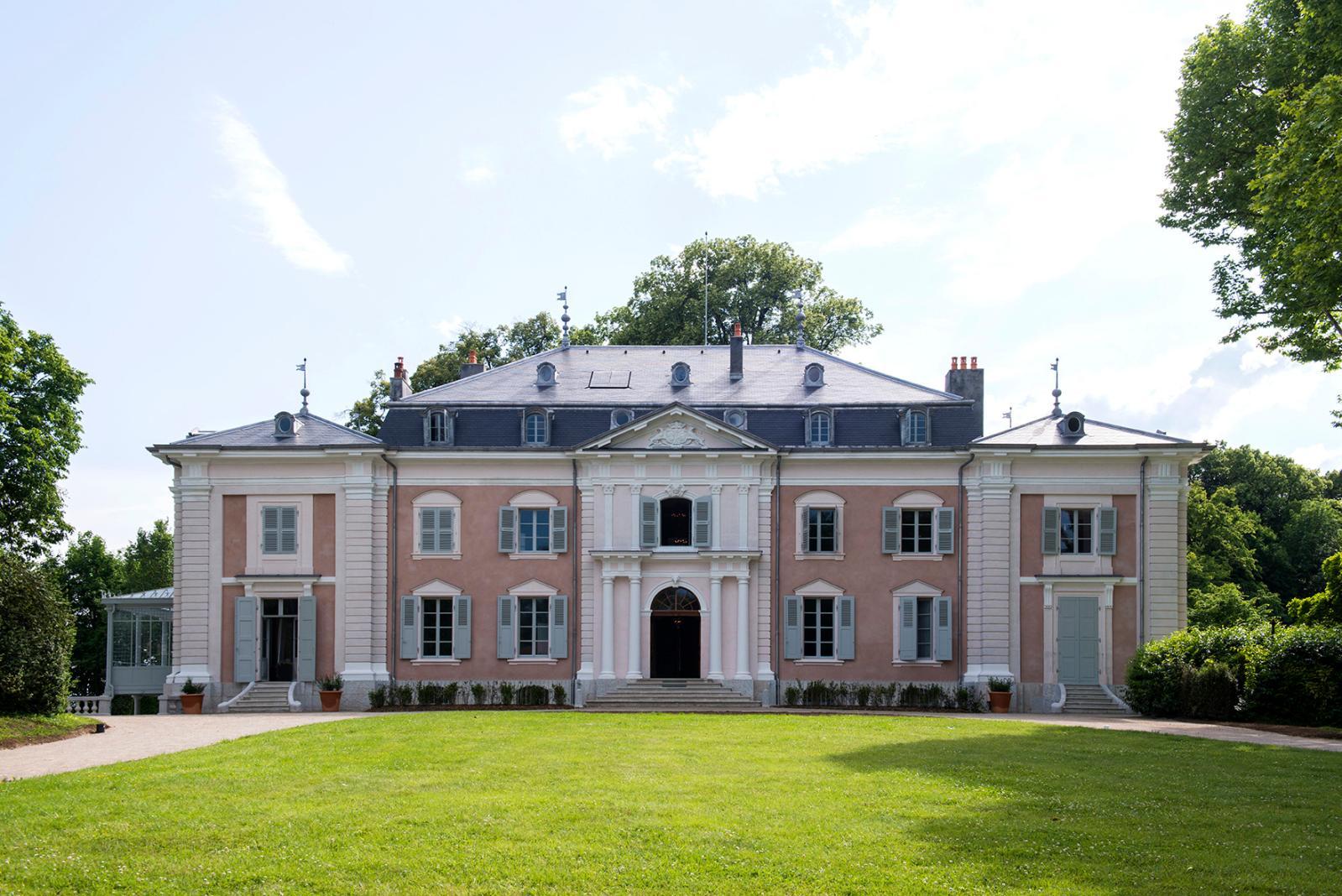 Le château de Voltaire à Ferney, façade sur jardin.