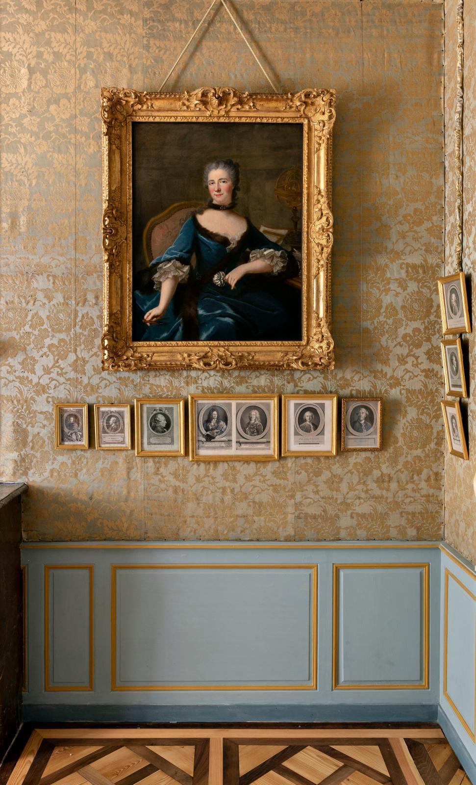 La chambre à coucher de Voltaire, avec le portrait de Madame du Châtelet par Marie-Anne Loir.