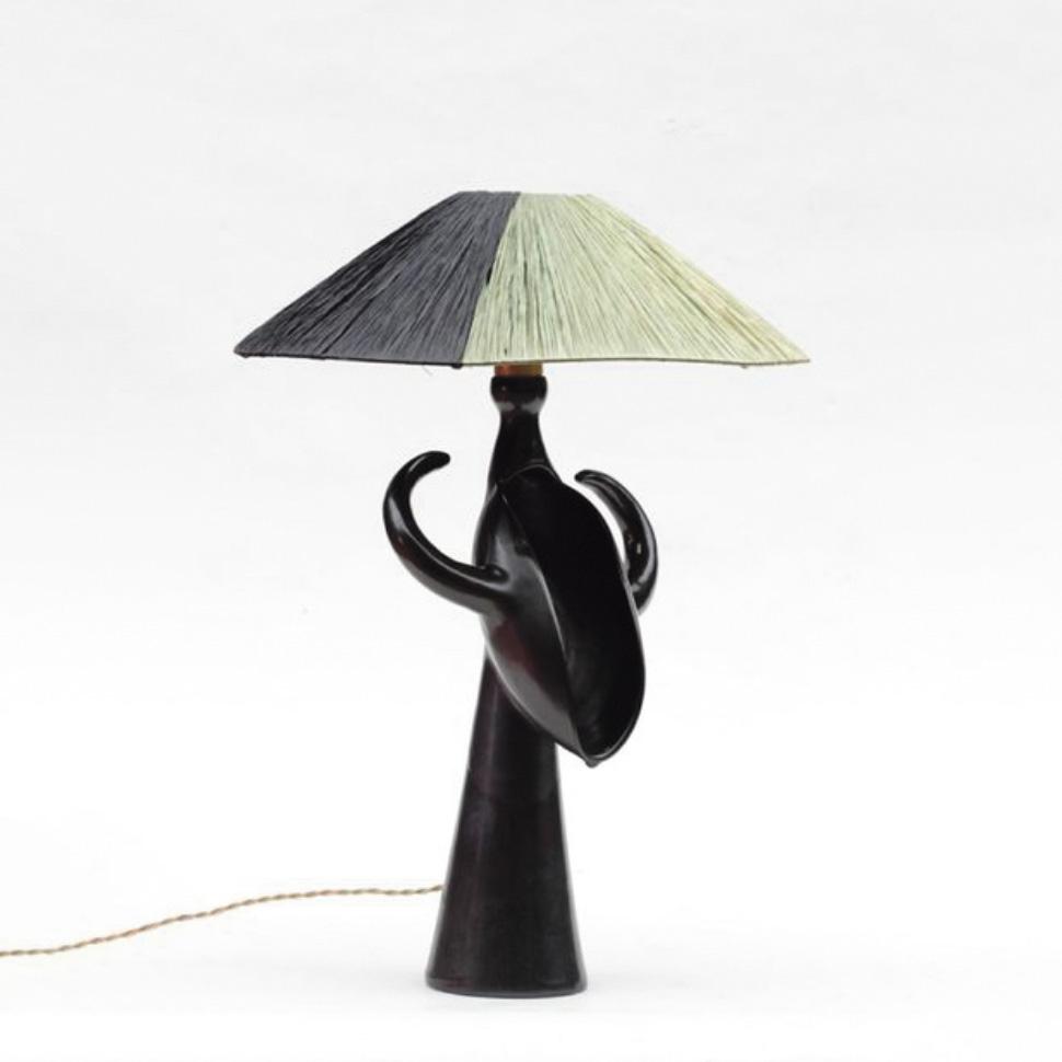 10000€ Roger Capron, lampe en céramique émaillée gris et noir avec abat-jour d'origine, h. du pied de lampe 38cm.La Varenne-Saint-Hilai