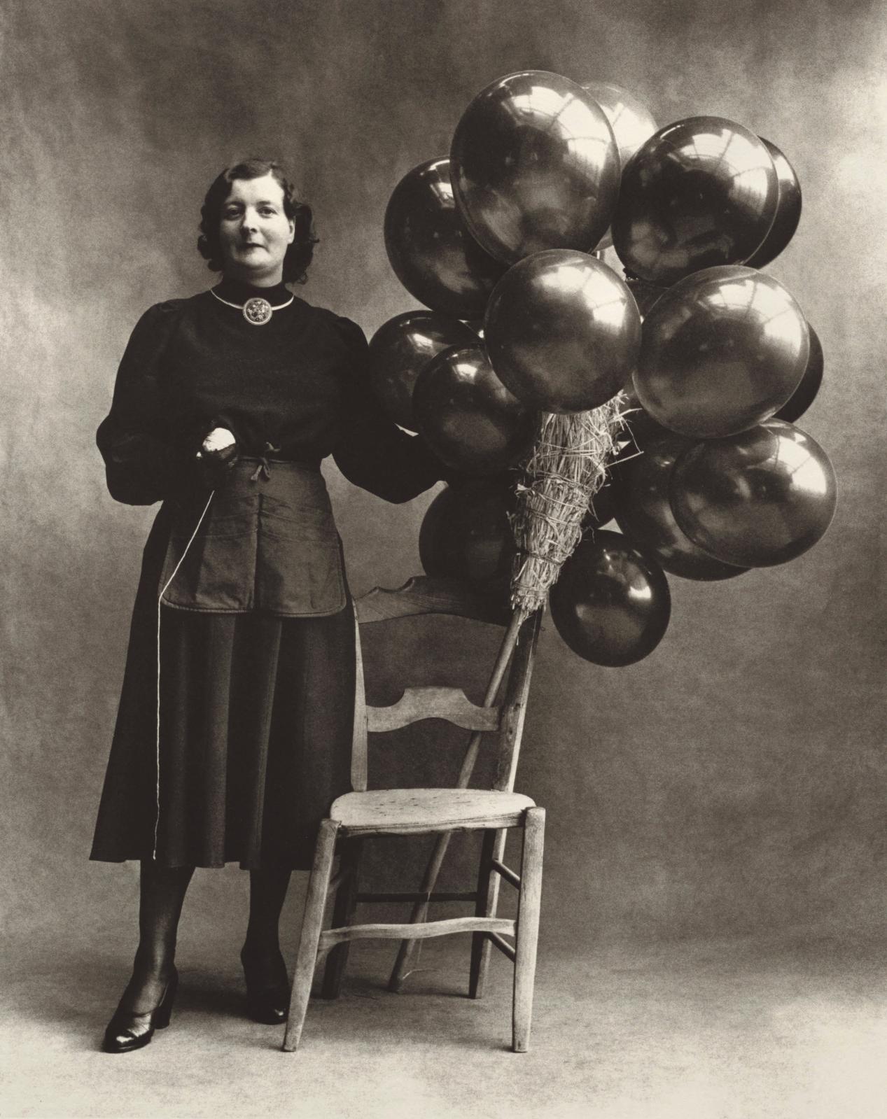 Irving Penn (1917-2009), Marchande de Ballons (B), Paris, 1950, platinum-palladium print, 1967.© Condé Nast - Partial gift of The Irving P