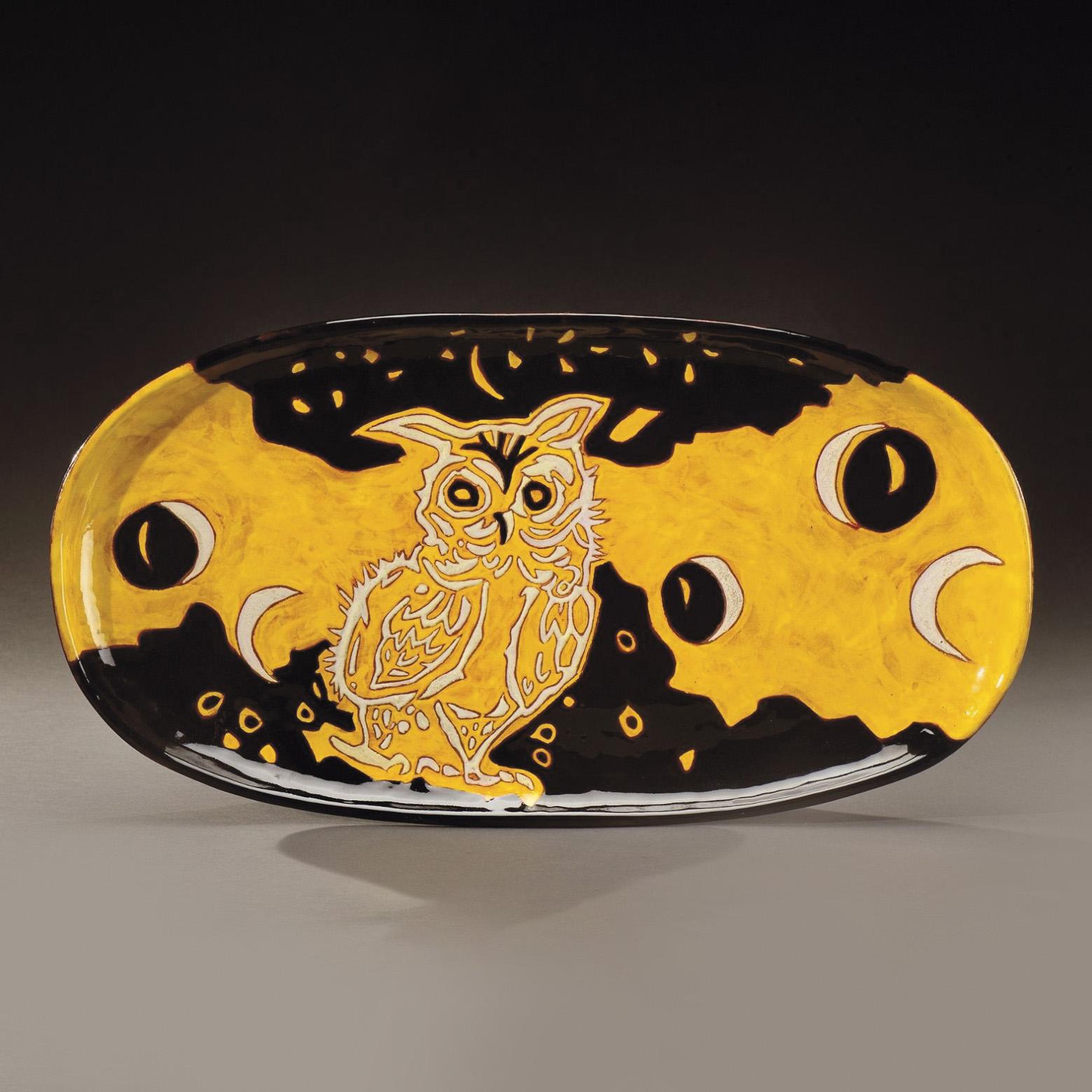 1721€ Jean Lurçat et Sant Vicens, plat en céramique émaillée d'un hibou, vers 1950, l.52cm.Paris, Drouot. 20mars 2015. Aguttes OVV. M