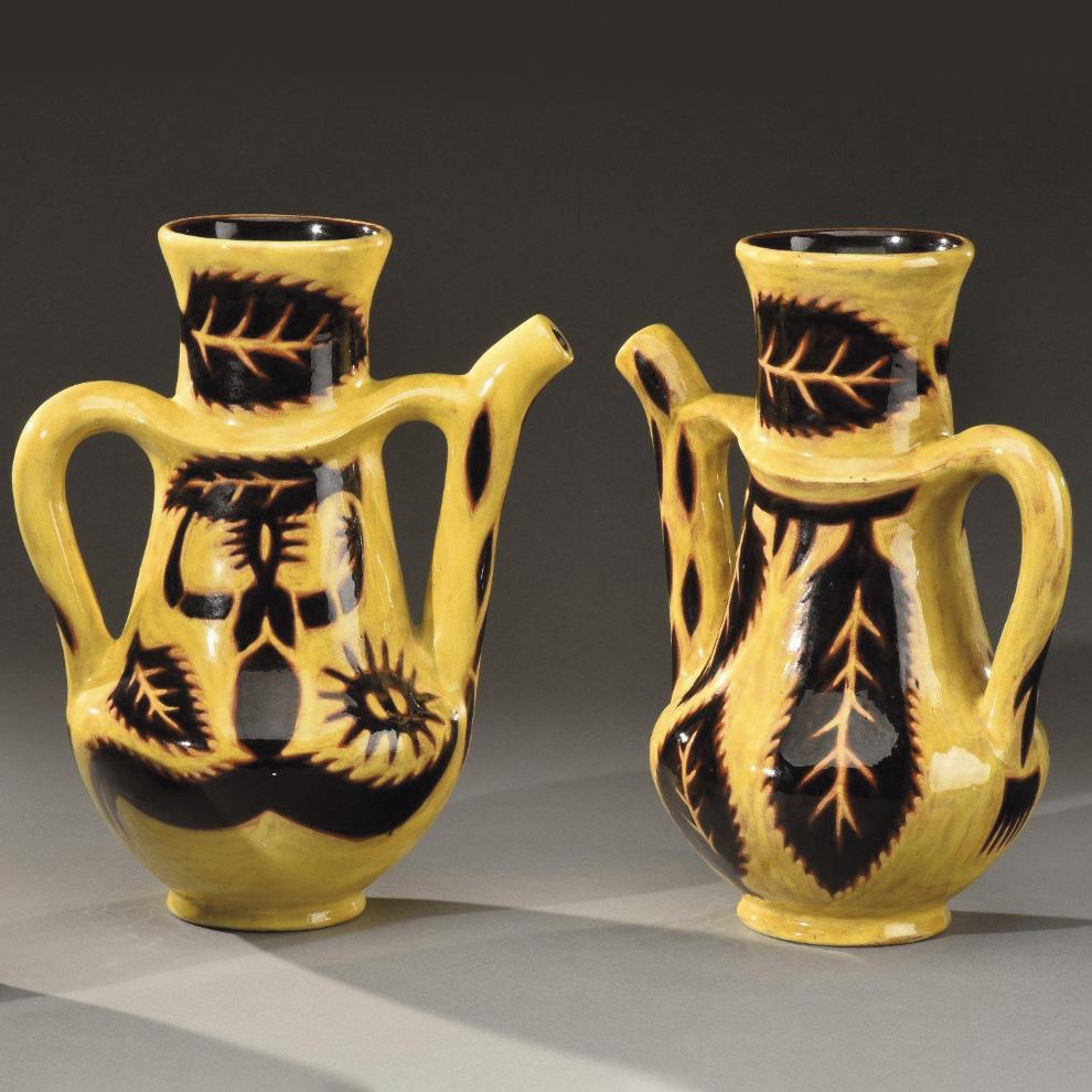 1750€ Jean Lurçat et Sant Vicens, paire de pichets de forme conique en céramique à décor de feuillages et personnages, h.30cm.Lyon, Co