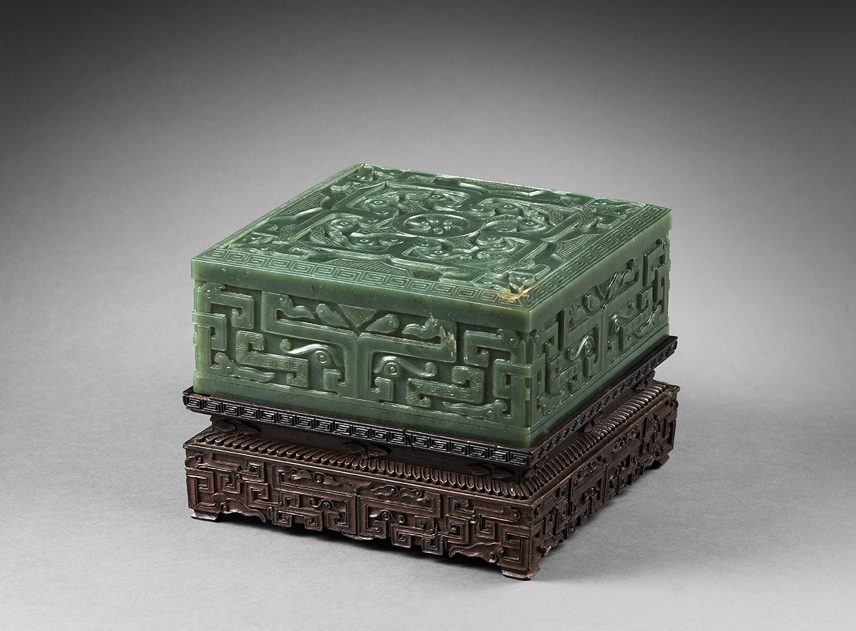 China, early 20th century, green nephrite square box with carved décor on the lid of a square formed by four taotie four masks, the sides
