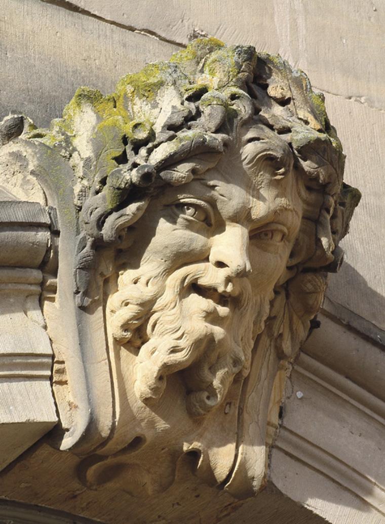 Mascaron à tête de satyre, façade du château. ©GBERGER- CD54