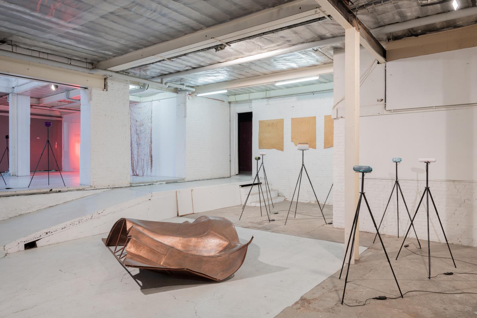 Vue de l'exposition «A from Animism, Atlas, Adrift…», The Loft , 2019, œuvres d'Oscar Santillan, Yerbossyn Meldibekov, Danh Vo et Taus Mak