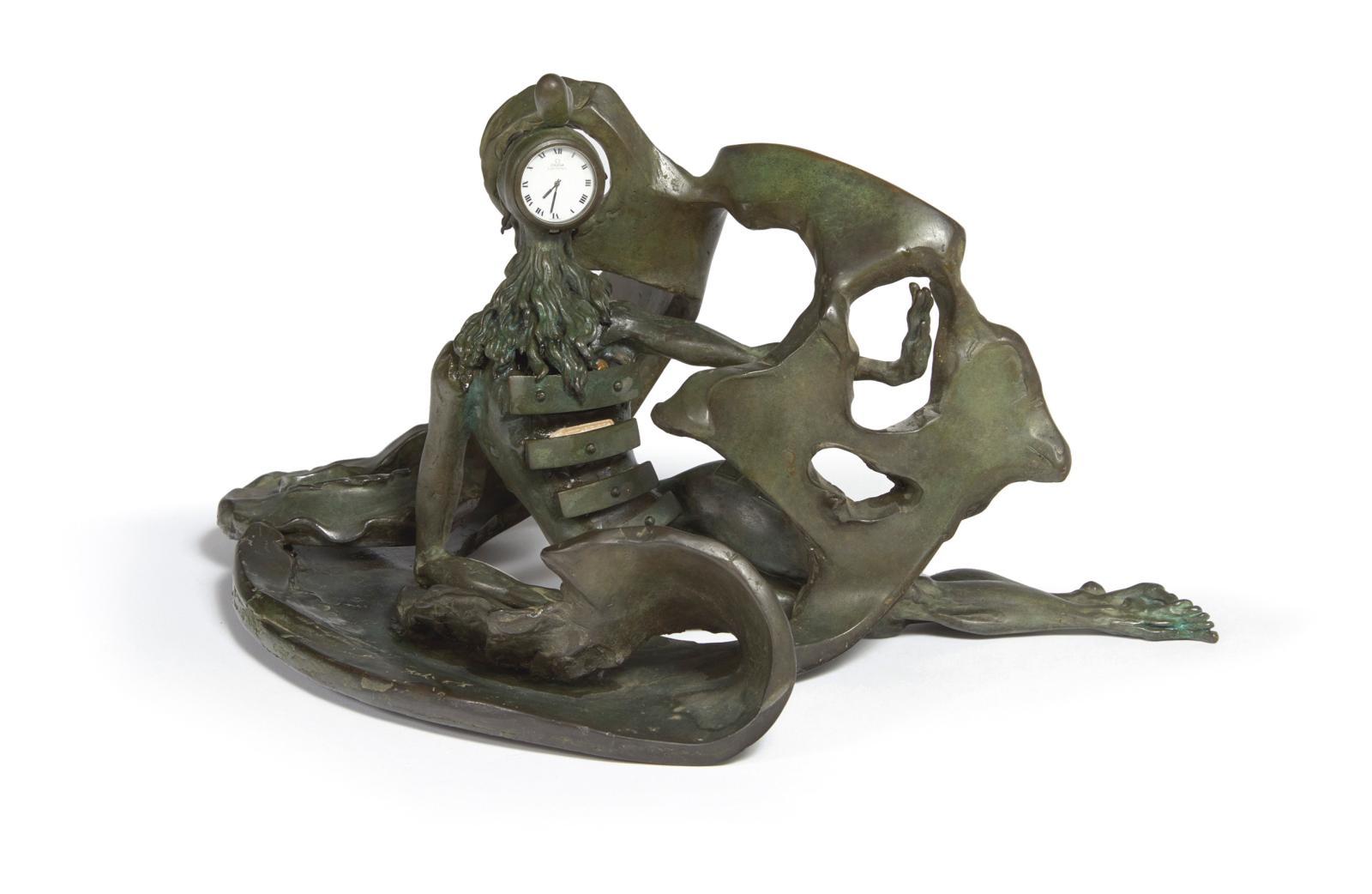 Étrange et sonnante, La Prémonition des tiroirs, une horloge en bronze à patine verte (h.20,5, l.39cm) issue de l'imagination débridée