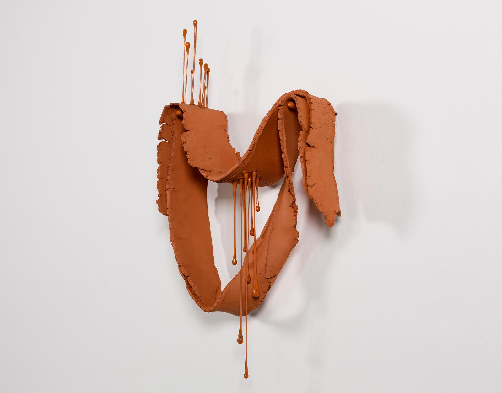 Julie Legrand, Les hautset les bas, 2020, céramiqueet verre filé, 21x37x6cm. © Galerie Valérie Delaunay