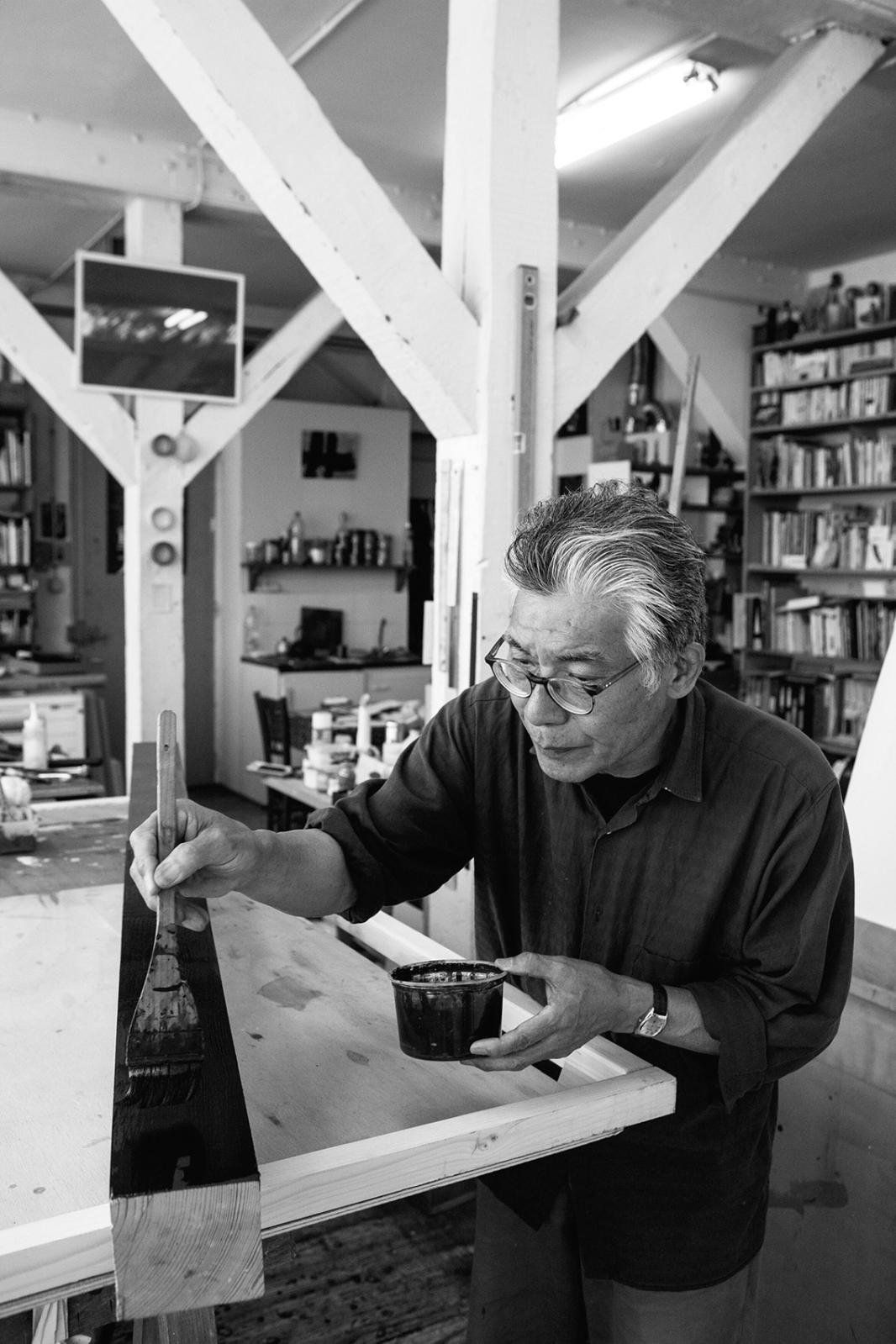 Takesada Matsutani, dans son atelier parisien. Courtesy de l'artiste et de Hauser & Wirth Photo Michel Lunardelli © Takesada Matsutani