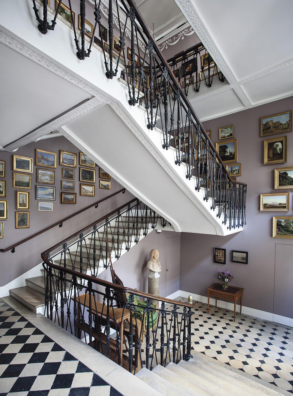 Escalier de la fondation Custodia avec les études à l'huile. © Alexander Kuhr