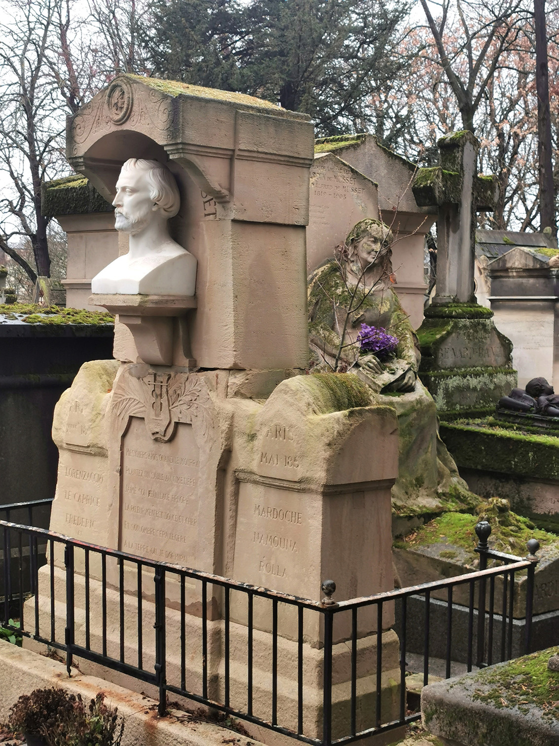 Tomb of Alfred de Musset by Jean-Auguste Barre (1811-1896). Père Lachaise Cemetery, Paris. Photograph courtesy of Bernard Zirnheld