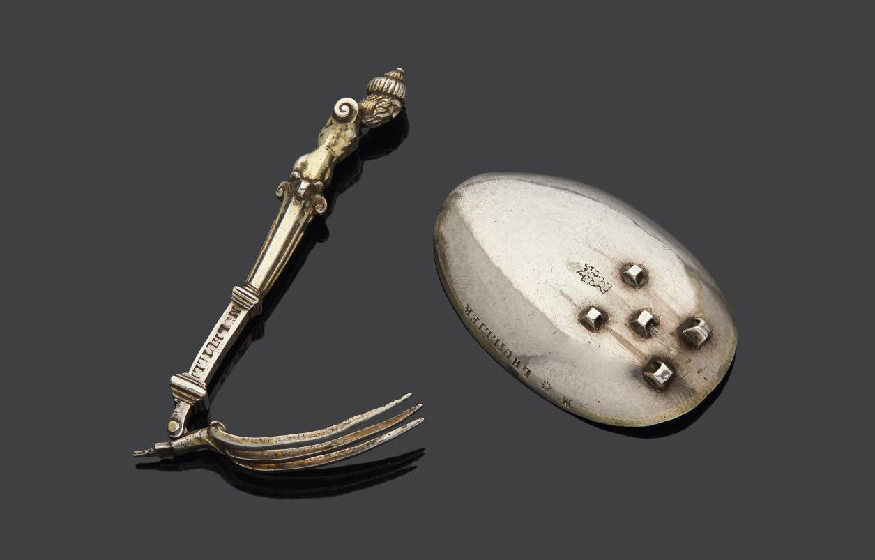 Mr. Lhuillier, folding travel silver spoon, originally gilded. The back of the spoon has five loops enabling the three tines of a fork to
