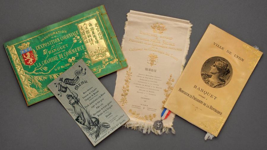 662€ Dix menus lyonnais, dont six imprimés sur cartons et quatre tissés sur soie à la fin du XIXesiècle. Lyon, 4avril2012. De Baecque
