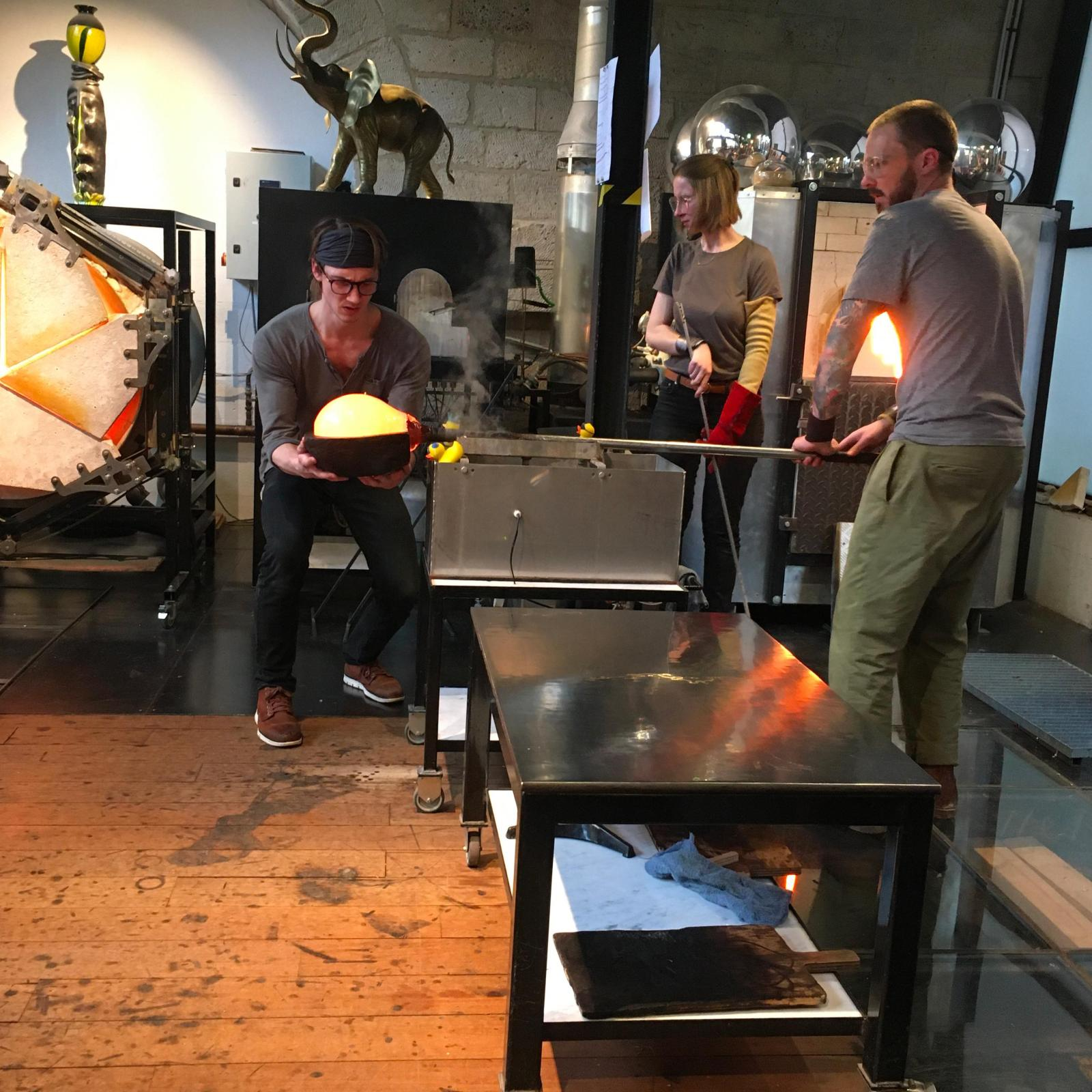 Dans l'atelier de Jérémy Maxwell WintrebertLe travail du verre