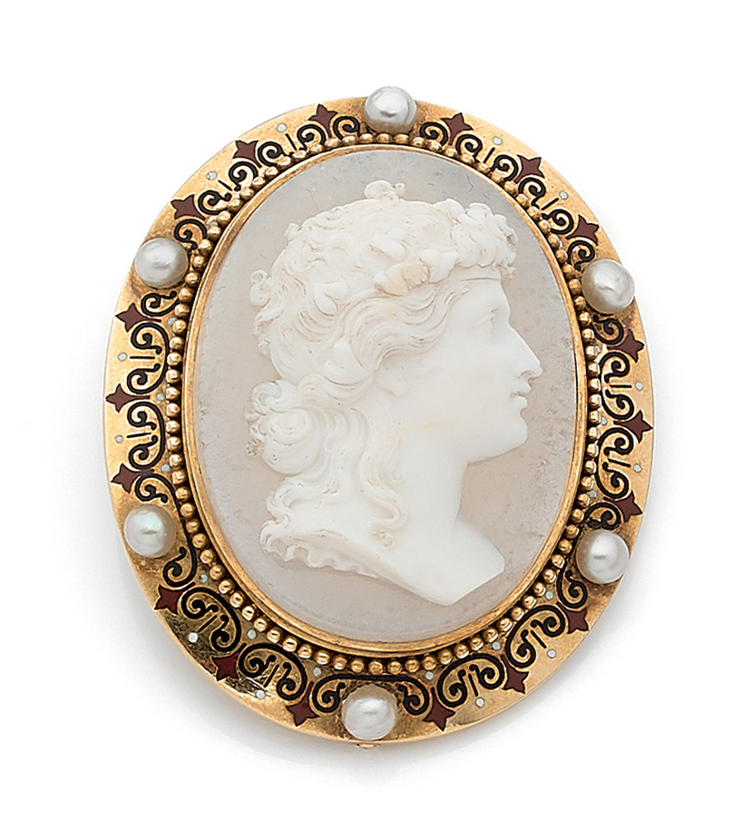 €409Alexis Falize, agate cameo carved with a figure in profile.Paris, Favart auction room, June 19, 2020. Ader auction house.