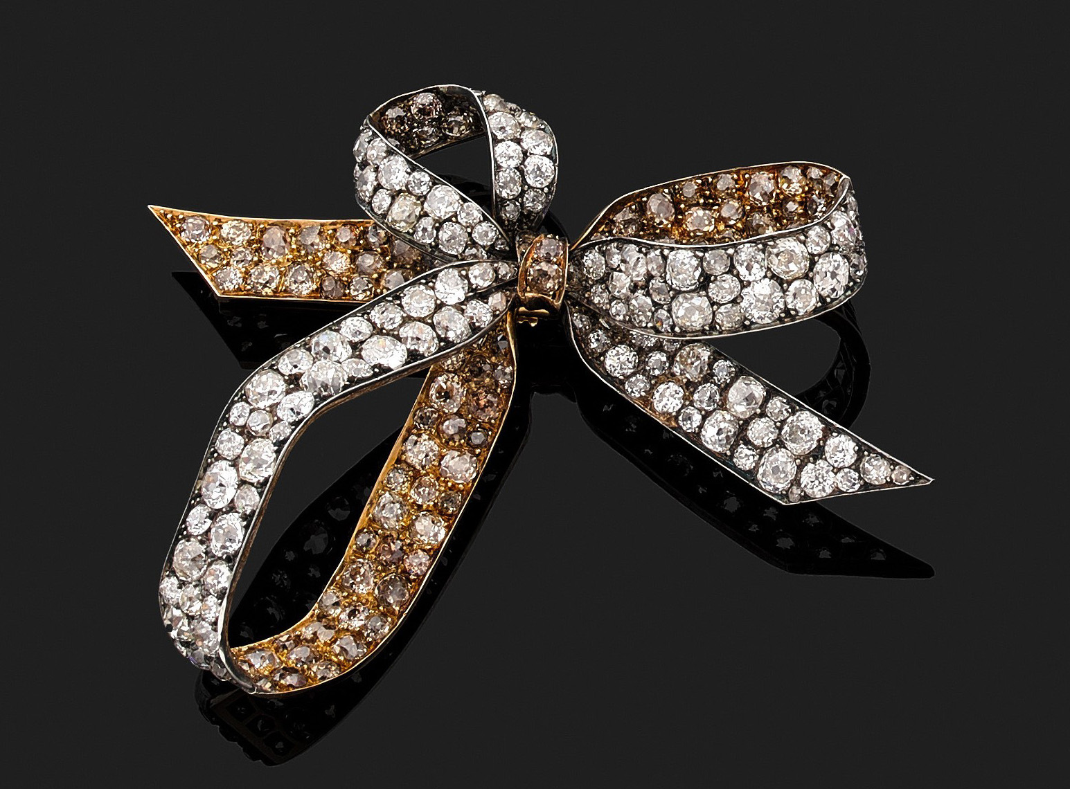 €93,750René Lalique, three-loop knot brooch in 18ct gold and silver, with pavé set old-cut diamonds and a removable pin, c. 1885.Paris, Dr