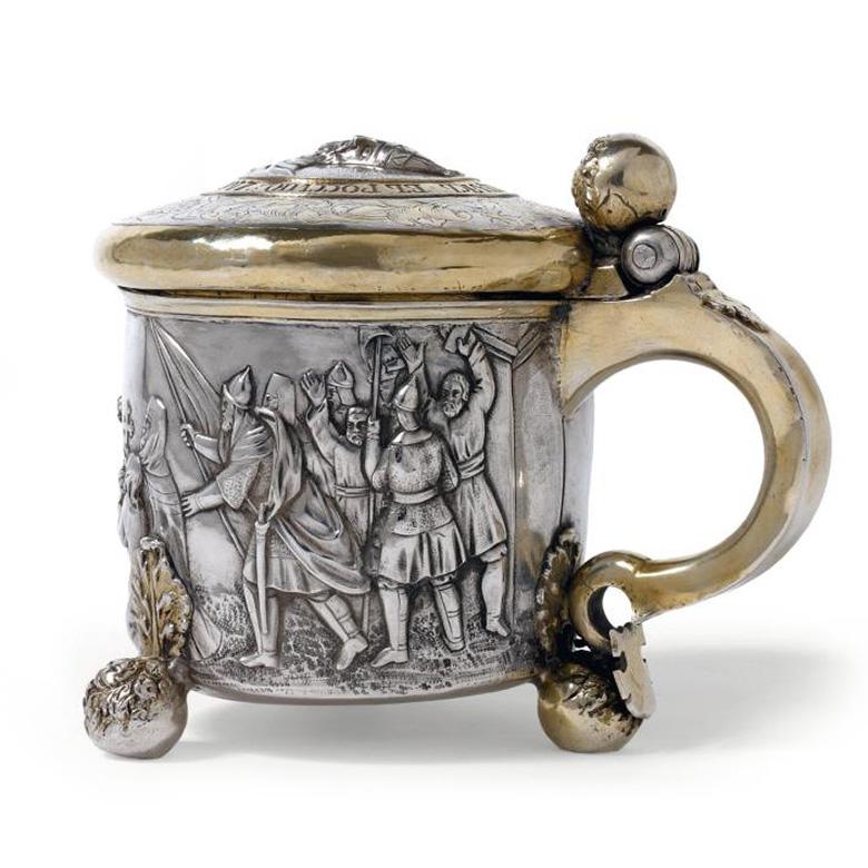 40894€ Chope en argent partiellement doré, scènes sur l'histoire de Kief et du prince Isiaslav Iaroslavovitch au XIesiècle, ancien trav
