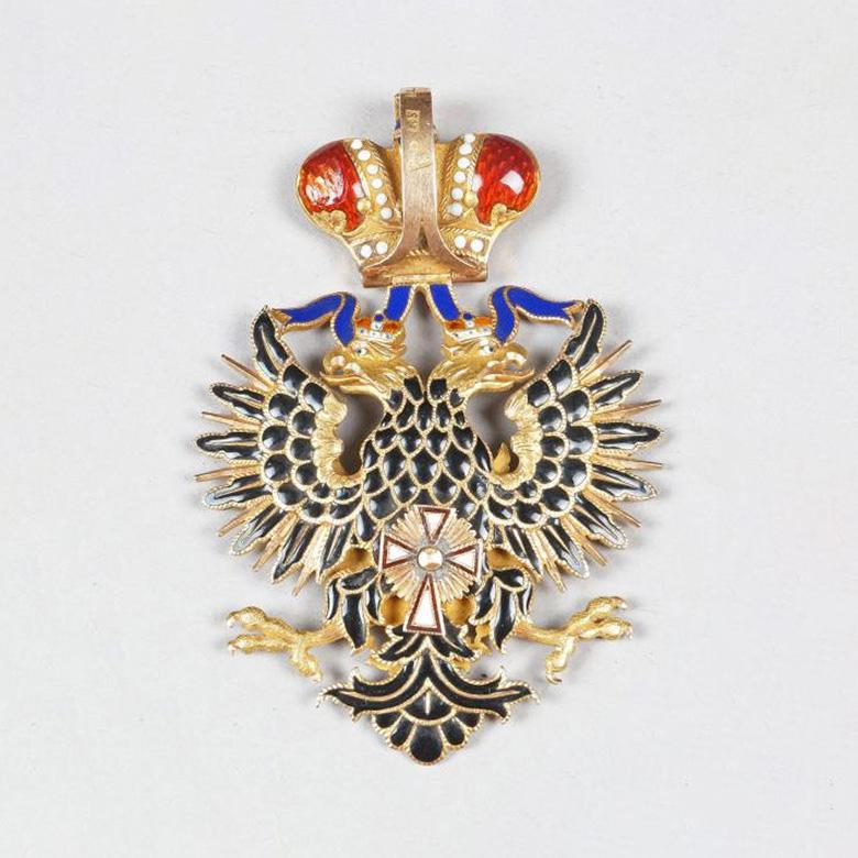 30750€ Russie, ordre de l'Aigle blanc, insigne de commandeur en or et émail, poinçons «1867 (?)», «RS» ou «KS» et «56», h.: 6,5cm, poi
